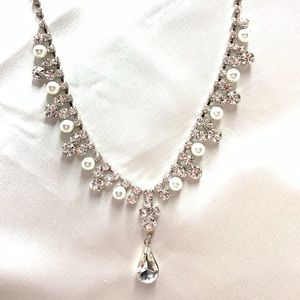 NEW‼️CharmingCharlie silver,diamond,pearl necklace